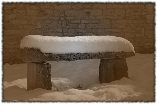 yonne sennevoy le bas banc neige effet lomo avec bordure