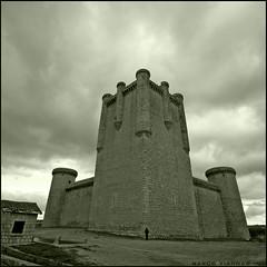 Castillo de Torrelobatn (m@tr) Tags: espaa canon spain sigma valladolid castillaylen torrelobatn canoneos400ddigital castillosdeespaa castillodetorrelobatn mtr sigma1020mmexdc marcovianna imagenesdeespaa imagenesdevalladolid