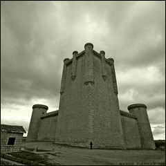 Castillo de Torrelobatón (m@®©ãǿ►ðȅtǭǹȁðǿr◄©) Tags: españa canon spain sigma valladolid castillayleón torrelobatón canoneos400ddigital castillosdeespaña castillodetorrelobatón m®©ãǿ►ðȅtǭǹȁðǿr◄© sigma10÷20mmexdc marcovianna imagenesdeespaña imagenesdevalladolid