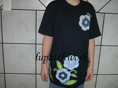 Camiseta flores (luartesanato) Tags: flores patchwork camiseta tecido retalho