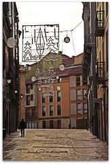 PASEOS EN NAVIDAD (margalice) Tags: street city travel sky people urban espaa canon contraluz eos navidad spain gente asturias ciudades cielo calles adornos canoneos500d tamronaf18270mmf3563diiivcldasphericalif margalice