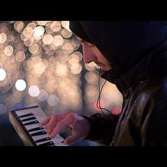 Jamsession mit Tobi (~janne) Tags: portrait berlin 50mm bokeh piano olympus musik wetzlar leitz janusz summiluxr e520 ziob
