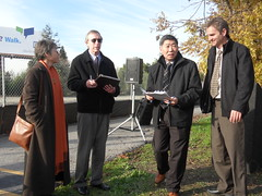 Mountain View major Ronit Bryant, city manager Kevin Duggan, Bob Kagiyama of Department of Public Works, unidentified person (Eric Fischer) Tags: bridge project ceremony trail mountainview us101 groundbreaking unitedstateshighway101 permanentecreek permanentecreektrail