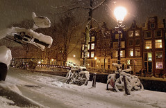 Amsterdam ready for a white Christmas (Bn) Tags: snow snowflakes o jardin topf300 topf100 topf200 jordaan lantaarn sneeuwvlokken pittoresk tellmeastory heavysnowfall 100faves 200faves winteravond 300faves cornelisjetses dreamingofawhitechristmas winterromance winterinamsterdam verlichteramen hetisstilinamsterdam winterinthejordaan cosychristmasspirit strollinginasnowyamsterdam beginvanherengracht lightsatthewindows antonpiecksfeertje thenightfallsdowntownamsterdam happywintertimeinamsterdam deavondvaltindejordaan awintryviewofthebrouwersgrachtamsterdam desneeuwvaltopdedaken winterinmokum magicalwinterscene christmastreeinthewindow brouwersgrachtindewinter sneeuwplezierenoverlast cosychristmasinamsterdam gezelligewintertafereelindejordaan letitsnowinamsterdam kerstsfeerinamsterdam deavondvaltinhartjeamsterdam winternightinamsterdam xmasinamsterdam snowflakesfallontherooftop 17december2010 snowfall1525cm amsterdamreadyforawhitechristmas lantaarnpaallicht sneeuwval1525cm
