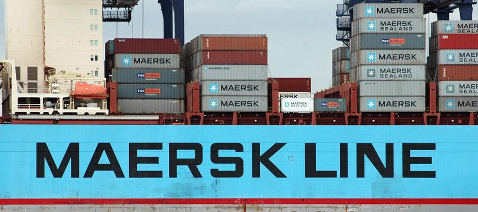 Fotografía de un barco de Maersk Line lleno de contenedores