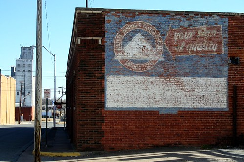 sanford & taylor ghost sign in sherman