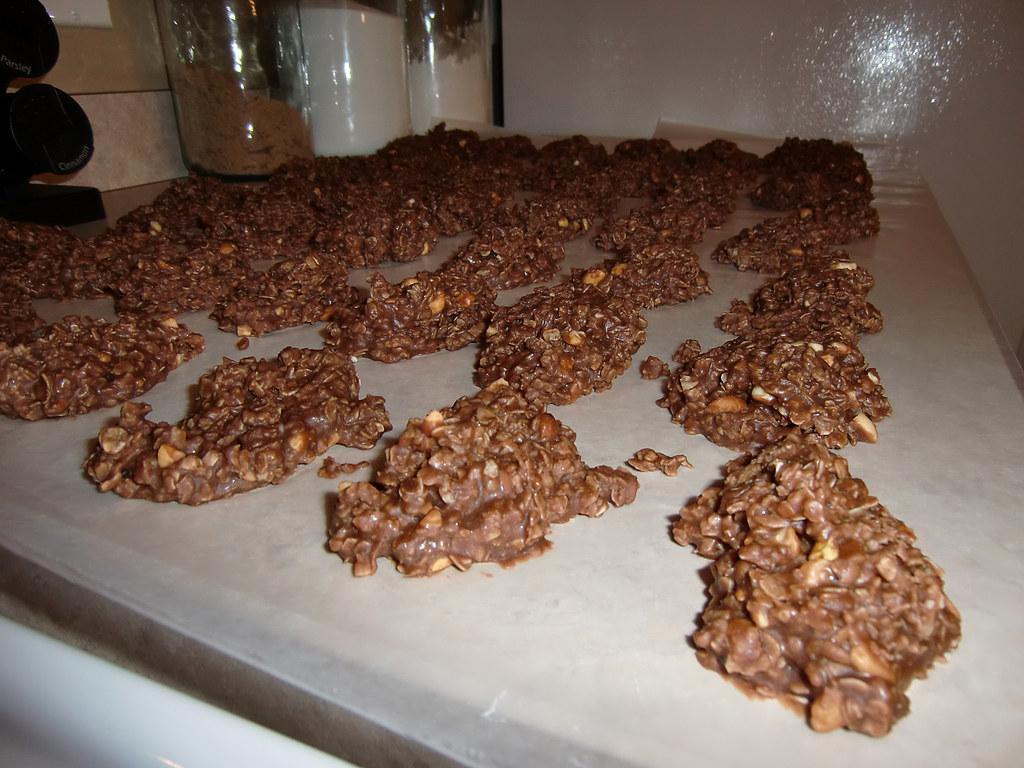 No-Bake Chocolate, Peanut Butter, & Oatmeal Cookies