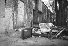 (patrickjoust) Tags: street zorki leica ltm city urban bw usa white house black abandoned blancoynegro film home analog america 35mm lens ed screw us md nikon focus angle mechanical 21 kodak tmax scanner decay empty cosina united voigtlander north wide maryland rangefinder row baltimore mount v developer 400 vacant states manual range finder developed f4 cv rowhouse develop 4k rowhome estados 21mm colorskopar blancetnoir unidos kmz m39 schwarzundweiss autaut voigtlandercolorskopar21mmf40