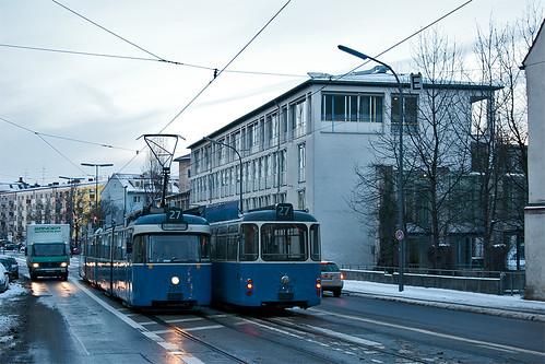 Begegnung von Wagen 2010 und 2005 am Mariahilfplatz