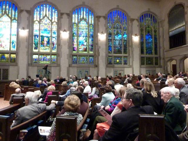 P1060098-2011-01-09-Stained-Glass-1st-Presbyterian-Atlanta-Bill-Lyons-Crowd