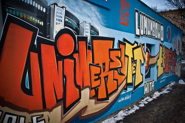 Mural przy wjeździe na osiedle Lumumby w Łodzi