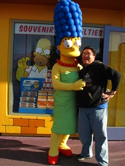 Meeting Marge in front of the Kwik-E-Mart (Loren Javier) Tags: california me losangeles simpsons universalcity characters thesimpsons universal universalstudios margesimpson universalstudioshollywood lorenjavier