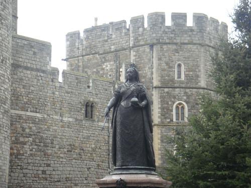 La Reina Victoria dando la bienvenida a los visitantes