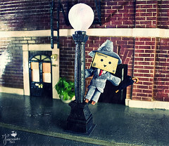 Singin' in the rain with the Danbo (Senzio Peci) Tags: italy cinema film rain japan umbrella movie amazon italia gene musical sicily kelly pioggia giappone sicilia ombrello 1952 danbo patern danboard intothedeepofmysoul