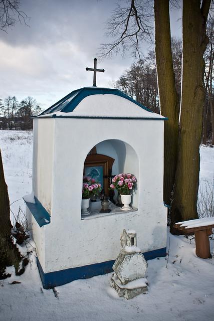 Kapliczka przy drodze Rawka - Bartniki