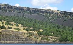 IMG_3474 (kz1000ps) Tags: tour2016 clouds oregon washingtonstate columbiariver border columbiarivergorgenationalscenicarea cliffs canyon cascaderange
