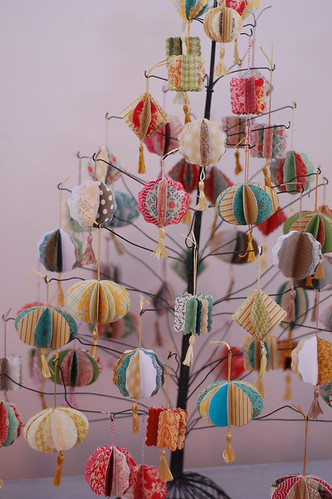 Laurie_Cinotto_Ornaments_Tree