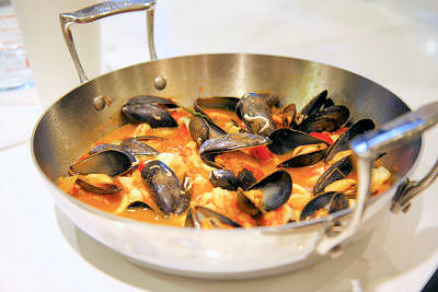 Spanish seafood stew  0534 R