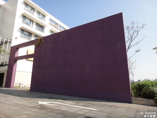 大門口的裝置藝術?