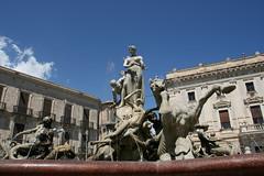 Magnificent (micromax) Tags: italy monument fountain statue europa europe italia diana syracuse sicily artemis fontana sicilia siracusa sicilian canoneos400ddigital archimedessquare fontanadiartemide