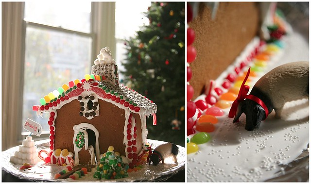 gingerbread house with xmas pig