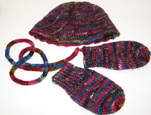 Twist hat and wee mitts