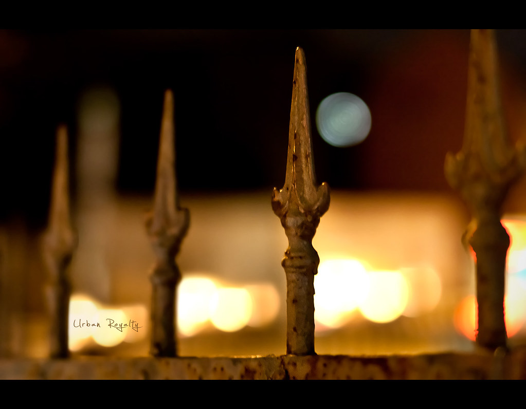 Day 129, 129/365, Project 365, Bokeh, light, fence, 50mm, moon, urban, royalty, urban royalty, project365, f1.4, Sigma 50mm F1.4 EX DG HSM, rust, old, worn down, spikes, patina