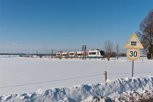 Den letzten Bahnübergang vor dem Haltepunkt Darching wird VT109 »Gmund« in wenigen Sekunden passieren.