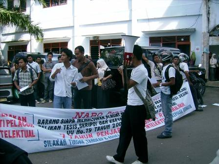 5281677353 2a87de47b2 Aksi Keprihatinan Mahasiswa Tuntut Penyelesaian Atas Kebobrokan Kampus UMTS