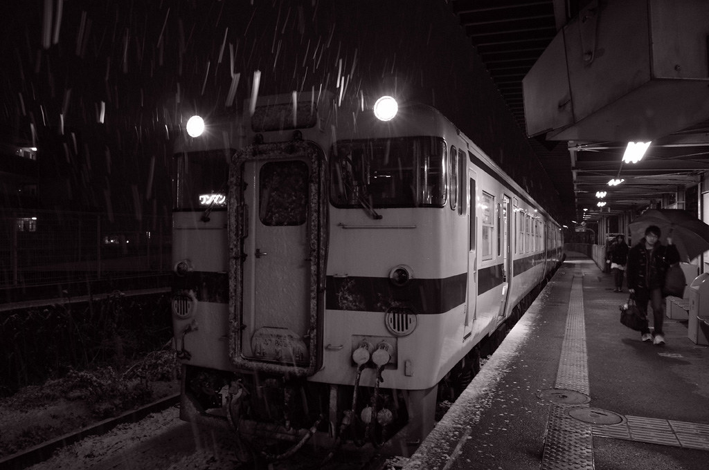 JR Kyushu KiHa 47 train in snow