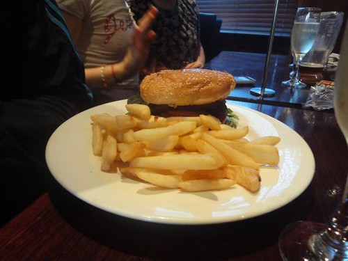 Erskineville Hotel: Steak burger & chips