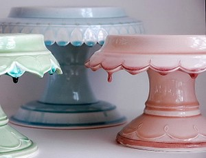 pretty cake or pie stands