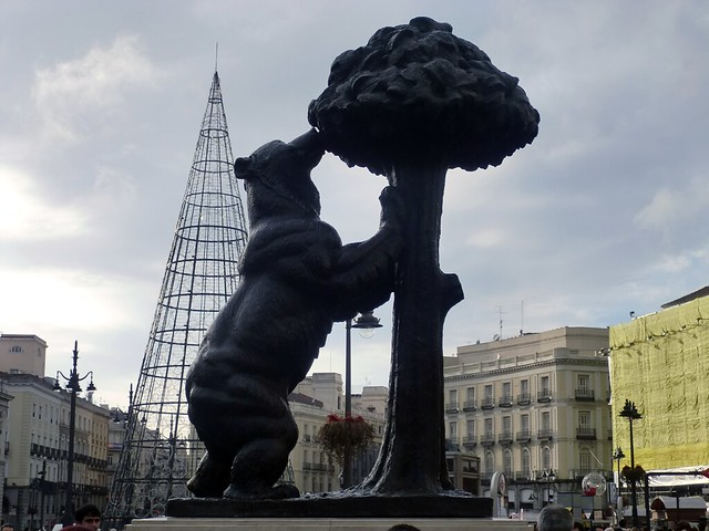 Bear Statue 01