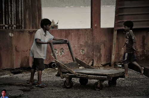 child labor at fish market