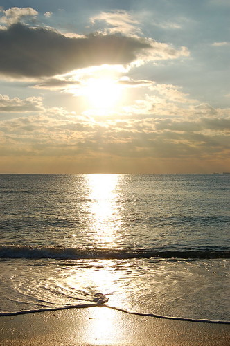 夕日を浴びた海
