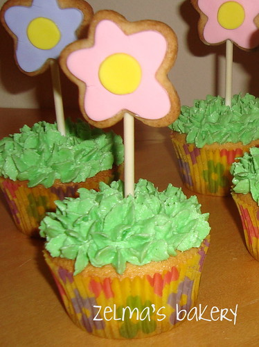 Flower Cookie Cupcakes Detail