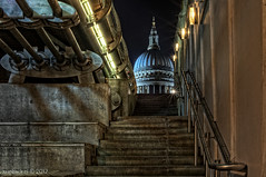 Ugly sneak peek / Millennium bridge / St. Pauls / London (zzapback) Tags: city uk bridge england urban london robert church st stairs de 50mm big rotterdam nikon fotografie f14 united capital kingdom millenium pauls pro brug 700 kerk trap hdr stad engeland londen voogd vormgeving 5x afd photomatix grafische hoofdstad koninkrijk verenigd bergselaan liskwartier zzapback zzapbacknl robdevoogd stayawakeenjoyyourday
