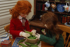 2.  Shucking peas (Little little mouse) Tags: dollstown ganga megan dt7 maskcat nerine karenza bjd sd dollfie customfaceup cedarheart lynnknit