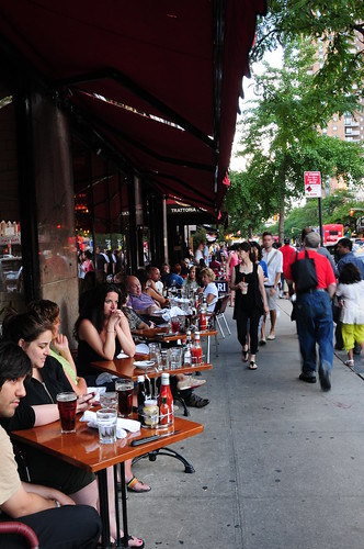 Sidewalk eating in NYC