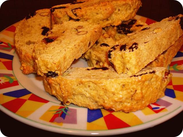 Biscotti su migdolais ir džiovintomis vyšniomis