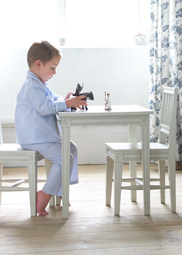 Gustavian children table and chair