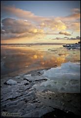 Freeeezziiiiing Paysage (Gvomit) Tags: winter sunset cloud canada cold ice water clouds canon river eau quebec couleurs hiver reflet ciel qubec nuage nuages paysage reflexion froid paysages qc charlevoix glace reflextion fleuve glaces stirne 50d glacons couchez tranquilite gvomit