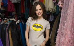 Mary-Louise Parker in Batman shirt. (mordicaicaeli) Tags: batman marylouise marylouiseparker