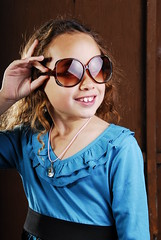 [フリー画像] 人物, 子供, 少女・女の子, サングラス, アメリカ人, 201102230700