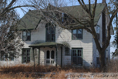 Abandoned Farm houses for Sale http://newyorktraveler.blogspot.com/2011/03/abandoned-house-near-geneva-ny.html