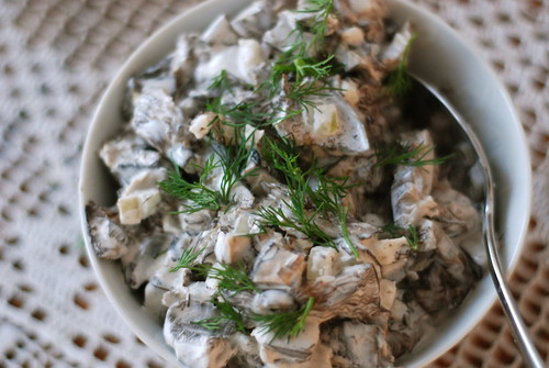 wild mushroom salad with sour cream and onion/seenesalat