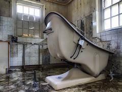 Freitag ist Badetag (Alt_Gr *slowly getting back* www.nilseisfeld.de) Tags: uk abandoned decay westpark badewanne verlassen bathtube urbex verfall