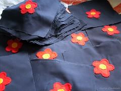reciclando & customizando (Carla Cordeiro) Tags: handmade feitomo wip feltro patchwork reciclagem bordado brim retalhos reciclando upcycling costumizao linhaagulha agulhalinha reaproveitamentoderetalhos descartedefbricas