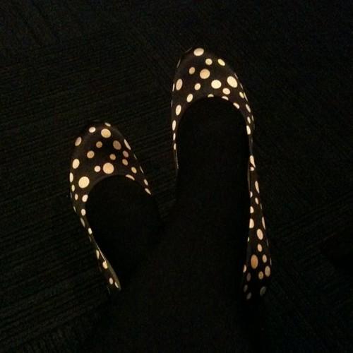 Feeling so so dainty in my yayoi kusama-esque polka dot shoes