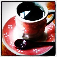 風が寒くなってきたのでコーヒータイム。カップが桜だ。